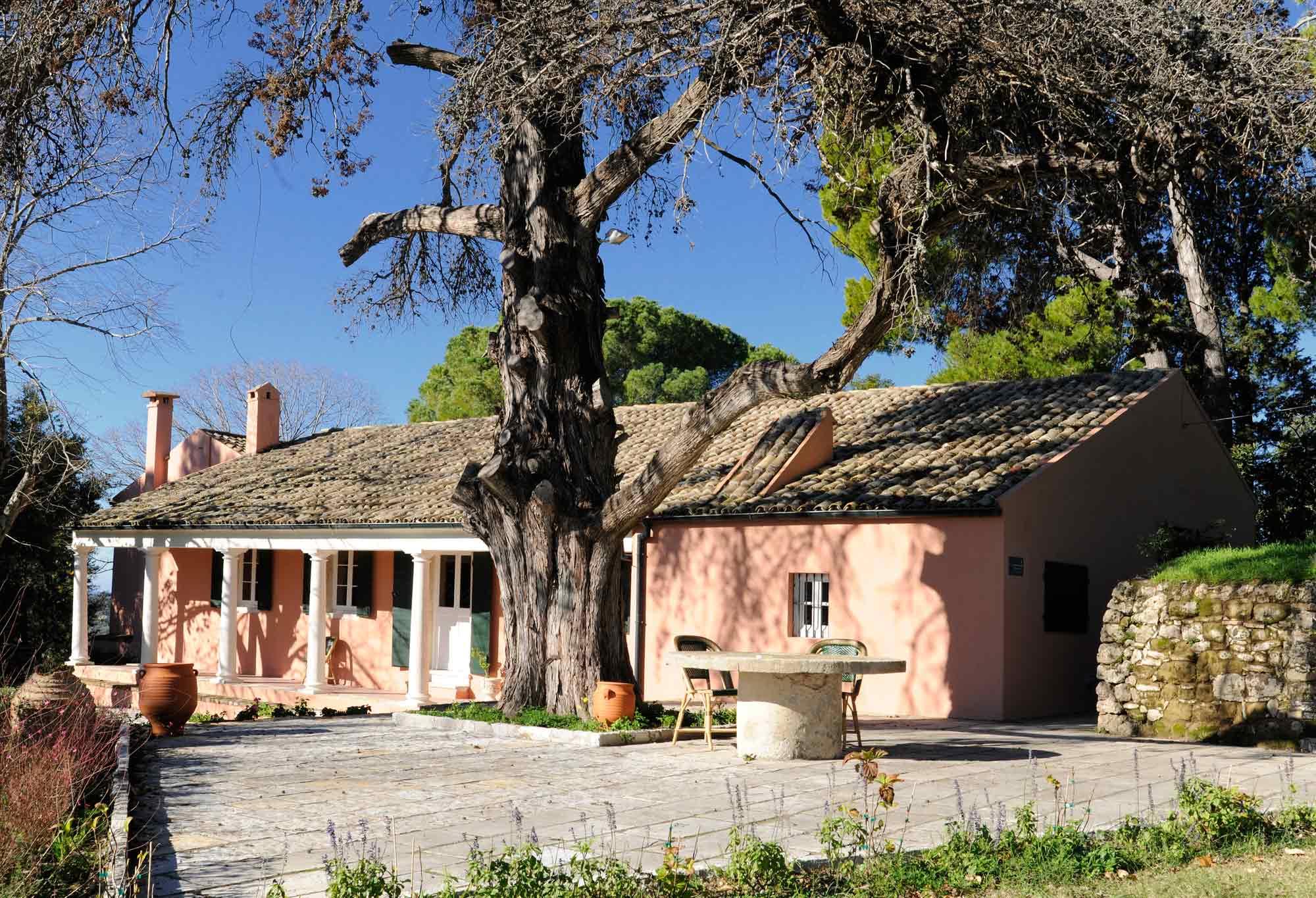 Ο κήπος και το κτήριο της Κουκουρίτσας - Μουσείο Καποδίστρια - © Θάλεια Κυμπάρη