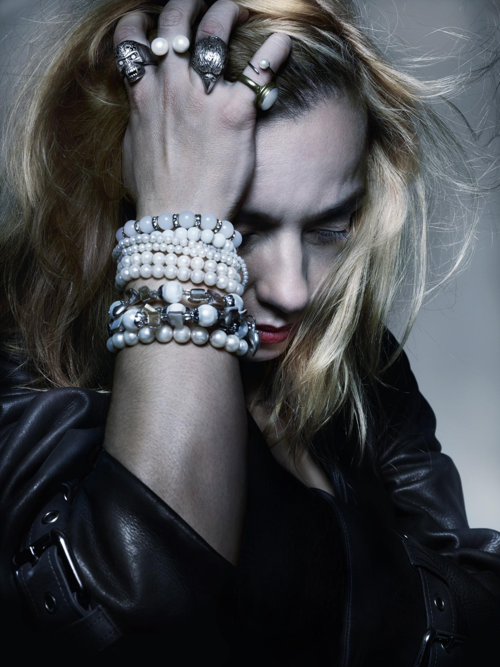 To πορτραίτο της Λένας Κιτσοπούλου έχει την υπογραφή του διάσημου Βρετανού φωτογράφου Nick Knight και του SHOWstudio.