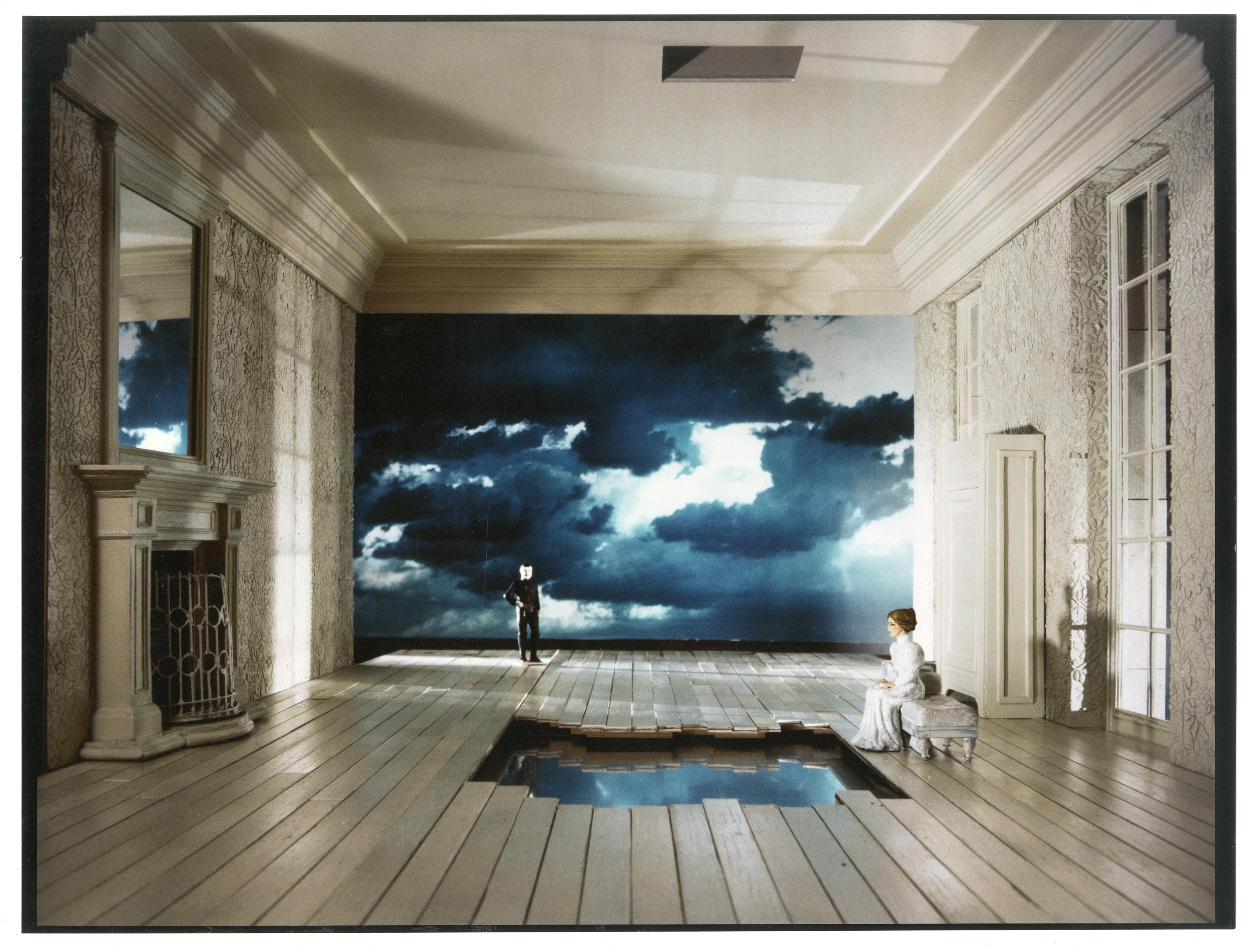 Μακέτα σκηνικού Στ. Λαζαρίδη για τη Ρουσάλκα ENO 1983 - φωτό Κλάιβ Μπάρντα