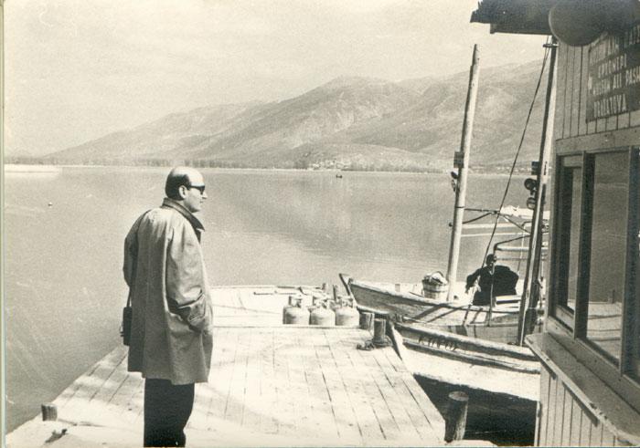 Ο Θόδωρος Αγγελόπουλος στα Γιάννενα για τις ανάγκες της ταινίας «Αναπαράσταση», 1969