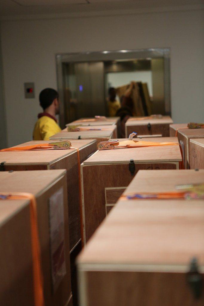 Διαδικασία εκφόρτωσης των συλλογών της ΕΒΕ στις νέες εγκαταστάσεις στο ΚΠΙΣΝ