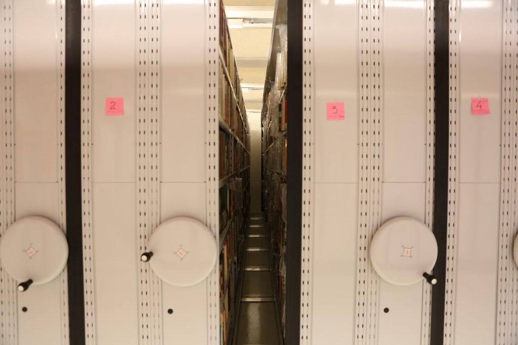 Το κινητό βιβλιοστάσιο στις εγκαταστάσεις της Εθνικής Βιβλιοθήκης της Ελλάδος, στο ΚΠΙΣΝ
