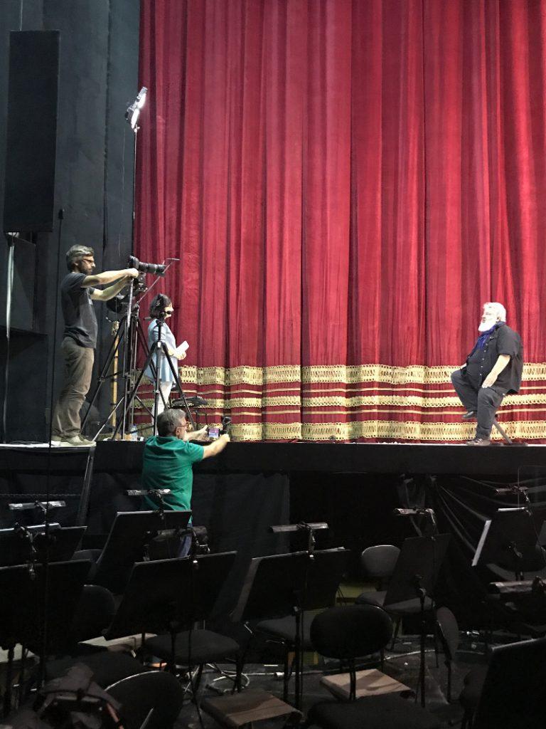 Στα γυρίσματα του ντοκιμαντέρ στο Θέατρο Ολύμπια