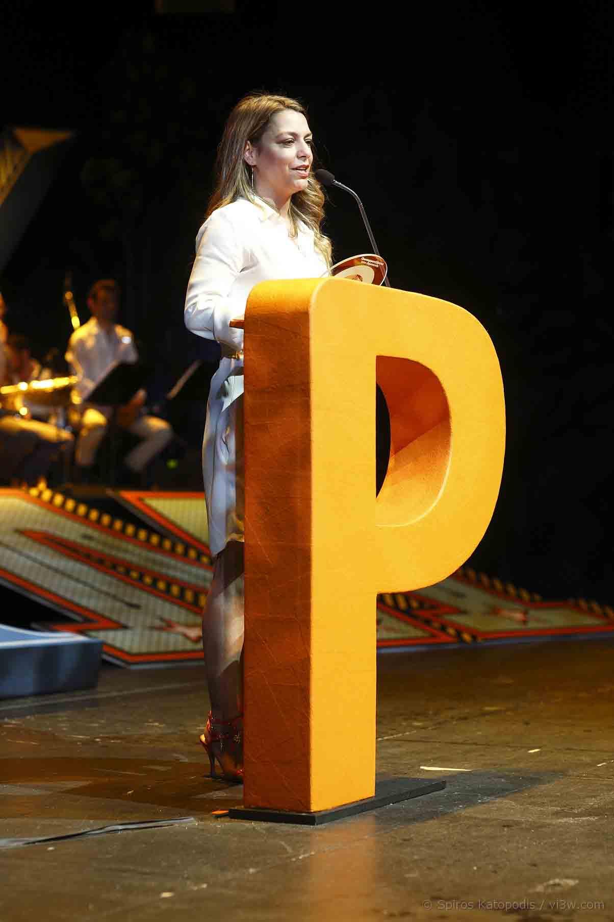 Η Φραντζέσκα Μάνγγελ, νικήτρια στην κατηγορία Πεζογραφία από πρωτοεμφανιζόμενο συγγραφέα