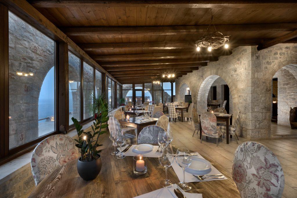 To εστιατόριο «Ανερούσα» του Πέτρα και Φως Boutique Hotel & Spa