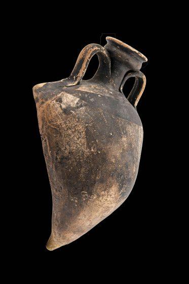 Πήλινο αγγείο για θεραπευτική χρήση, Νεκροταφείο στη λιμνοθάλασσα της Γιάλοβας / 3ος – 1ος αι. π.Χ.
