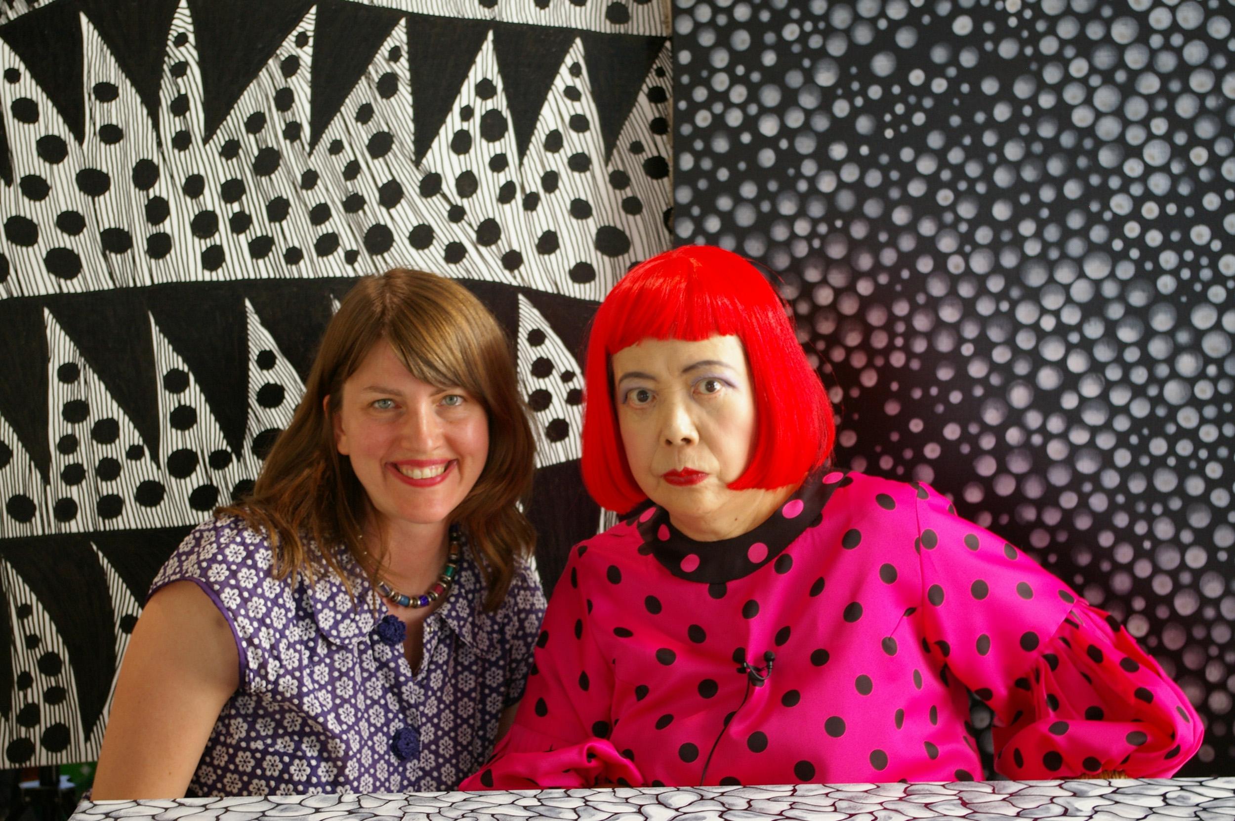 Η ντοκιμαντερίστρια Χίδερ Λεντζ μαζί με την Γιαγιόι Κουσάμα