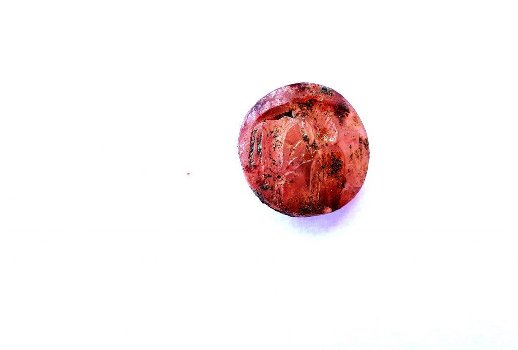 Σφραγιδόλιθος από σάρδιο από τον θαλαμοειδή μυκηναϊκό τάφο