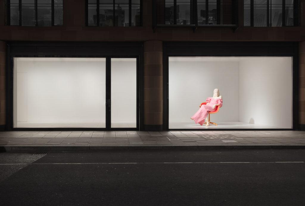 Urs Fischer Dasha (installation view) (2018). © Urs Fischer Photo: Lucy Dawkins. Courtesy of the artist and Gagosian.
