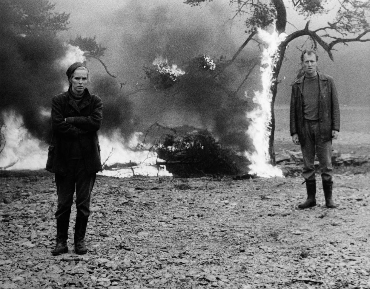 SKAMMEN / SHAME / ΝΤΡΟΠΗ (1968, Σουηδία, 103') Σκηνοθεσία: Ίνγκμαρ Μπέργκμαν