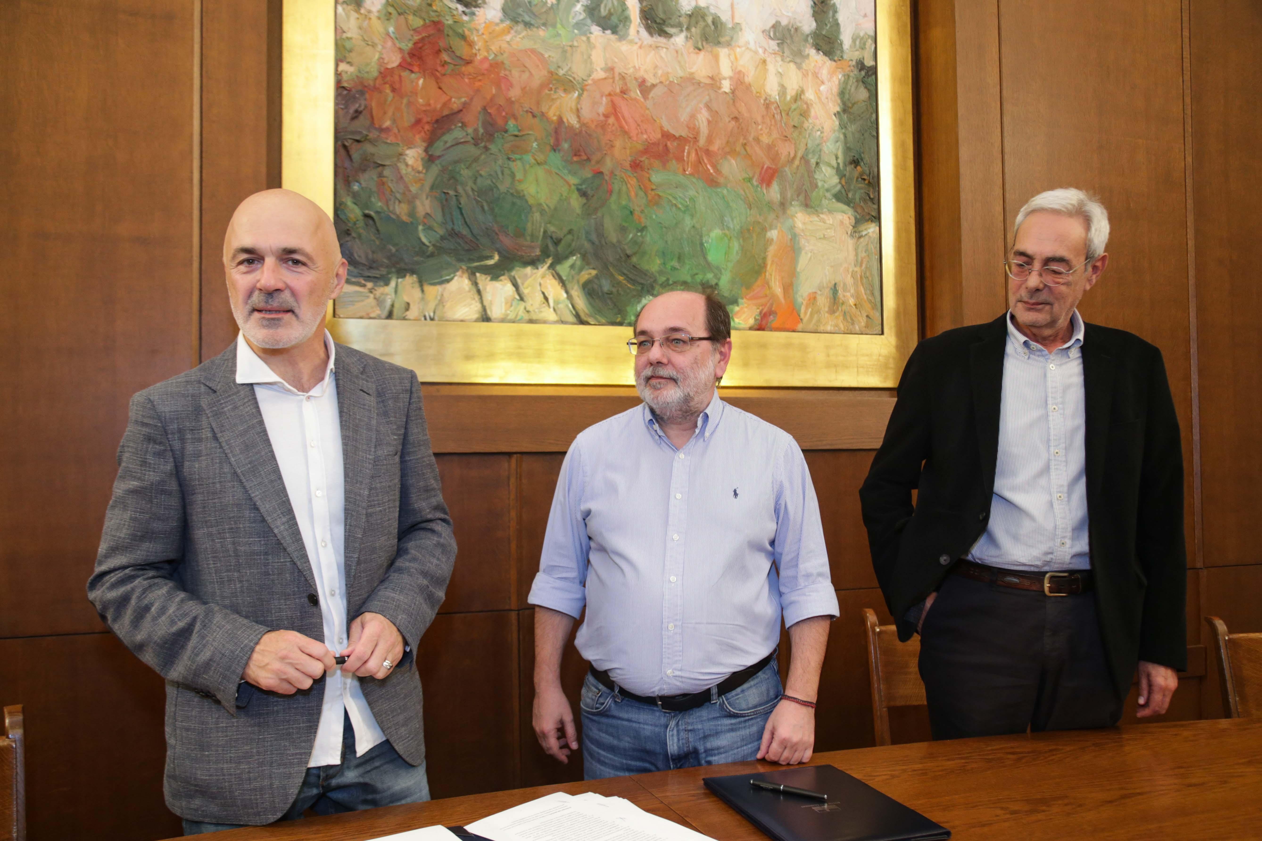 Ο Καλλιτεχνικός Διευθυντής του Εθνικού Θεάτρου κ. Στάθης Λιβαθινός, ο Γενικός γραμματέας της Βουλής κ. Κώστας Αθανασίου και ο Συντονιστής  του Καναλιού της Βουλής κ. Κωνσταντίνος Χαλβατζάκης