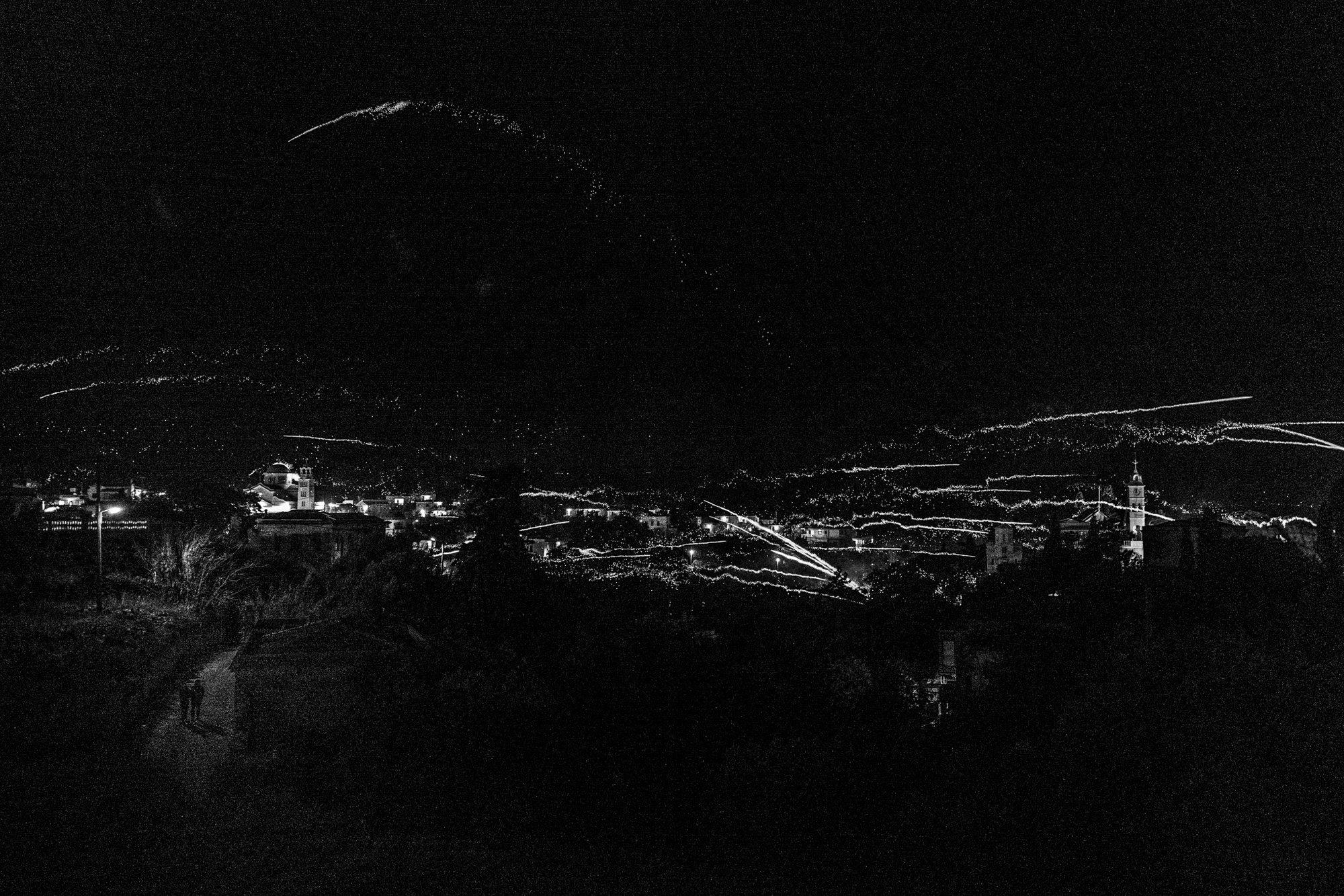 Rocket wars at Vrontados Ελλάδα. Βόρειο Αιγαίο. Chios.