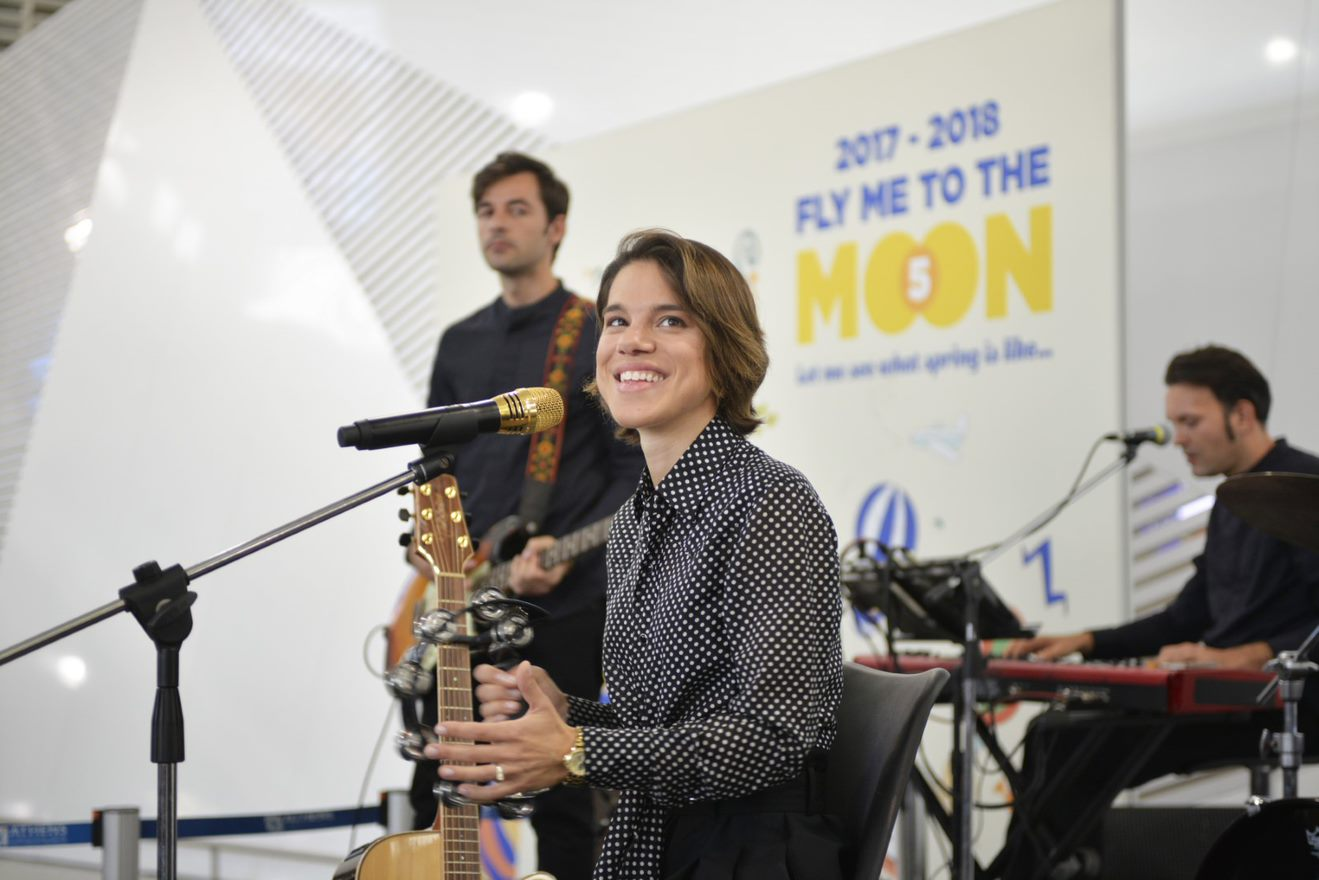 """Fly me to the Moon"" με τη Monica"