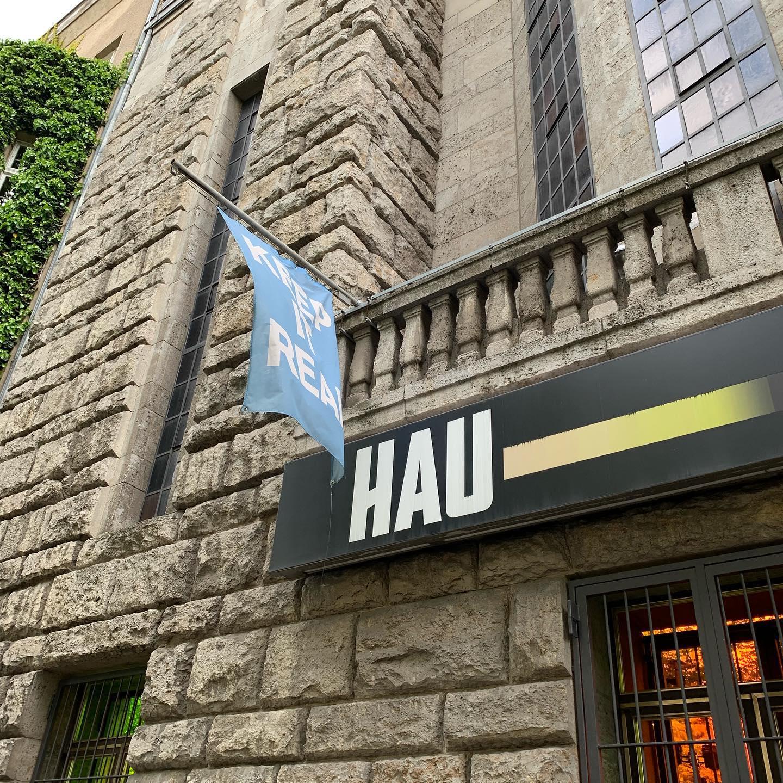 Το HAU (Hebbel am Ufer), ένας από τους πιο σημαντικούς οργανισμούς που στεγάζει την ανεξάρτητη καλλιτεχνική δημιουργία.
