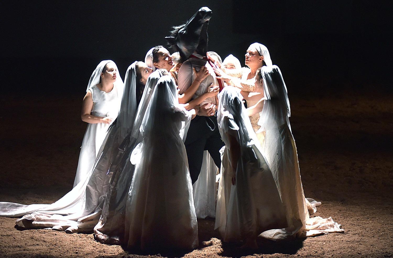 «Ερωτευμένα άλογα» από την ομάδα Εν δυνάμει σε σκηνοθεσία Ελένης Ευθυμίου
