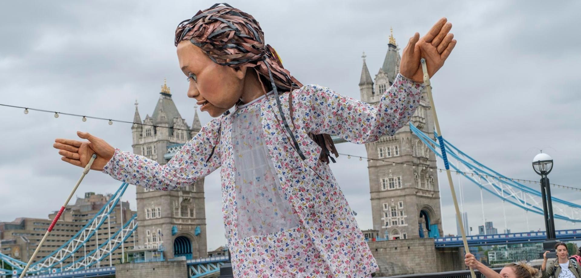 """Το Ταξίδι» με τη Μικρή Αμάλ: Μια τεράστια κούκλα θα διασχίσει την Τουρκία  και την Ευρώπη στη νέα θεατρική παραγωγή των δημιουργών του """"The Jungle"""" -  ελcblog - Θέατρο - Χορός - elculture.gr"""